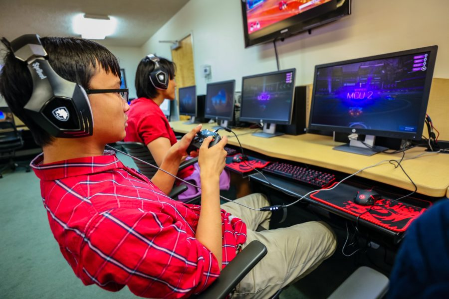 Students playing eSports